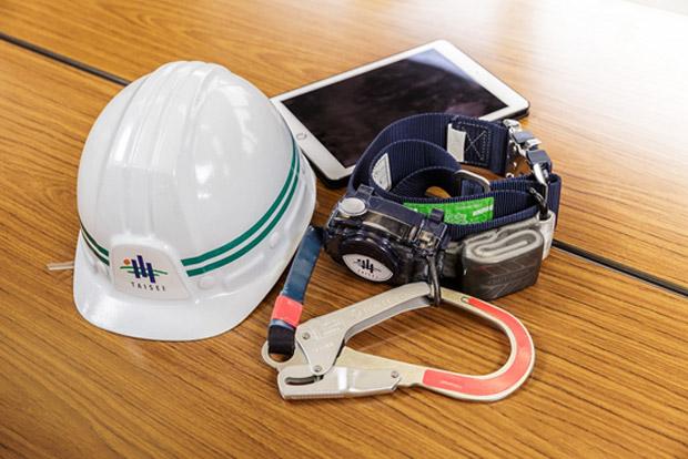ヘルメット、安全帯、iPad